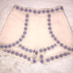 ❤️2 for $20❤️Light pink embroidered shorts
